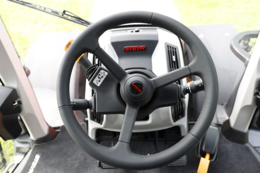 Die Kabine des neuen Steyr Terrus CVT bietet Pkw-Komfort.